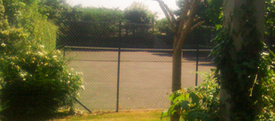 self catering with tennis courts